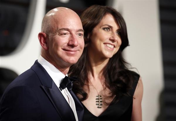 nhà sáng lập Amazon Jeff Bezos và vợ